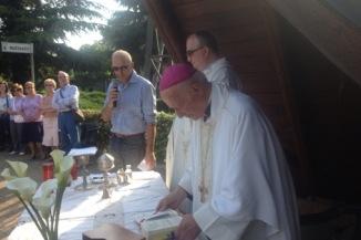 Al via la festa con la S.Messa con il Vescovo Mons. Bonicelli e il Parroco Don Giulio. « AMICI MOZZO 2008 Football Club