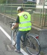 Foto Bergamo, acchiappazanzare in bici come i Ghostbusters - 1 di 7 - Milano - Repubblica.it