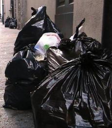 Lunedì scioperano i lavoratori Aprica: raccolta rifiuti a rischio